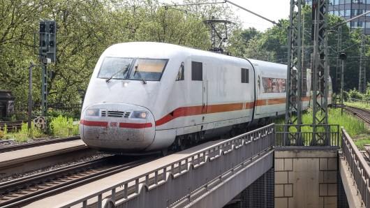 Deutsche Bahn: ICE fährt durch tiefes Wasser. Irrsinn oder machbar?