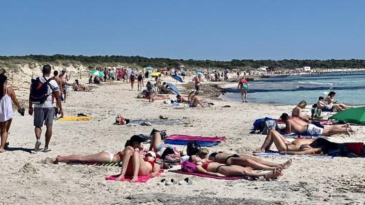 Party am Strand von Mallorca macht richtig Spaß, ist aktuell aber keine so gute Idee. (Symbolfoto)