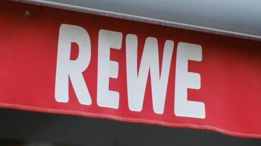 Bei Rewe haben sich einige Kunden daneben benommen - nun greift ein Markt durch. (Symbolbild)