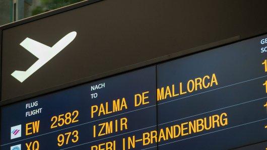 Eigentlich wollte ein Mann nur seinen Urlaub auf Mallorca antreten. Doch daraus wurde kurzzeitig nichts. (Symbolbild)