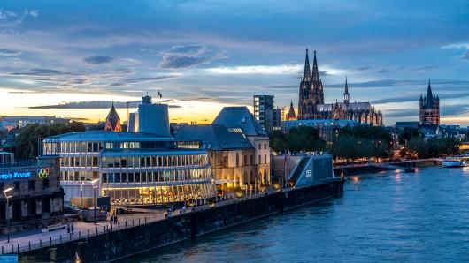 In Köln gilt die neue Inzidenzstufe ab Donnerstag (12.8.). (Symbolbild)