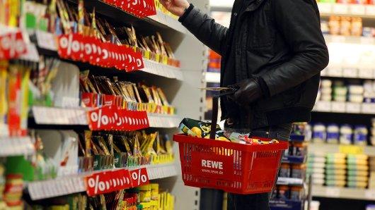 Ein Mann hatte eine verrückte Idee und du kannst sie jetzt bei Rewe kaufen. (Symbolfoto).