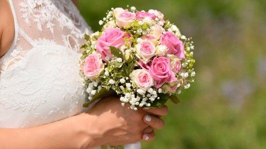 Ein junges Paar hat nach einer schrecklichen Botschaft schnell geheiratet (Symbolbild).