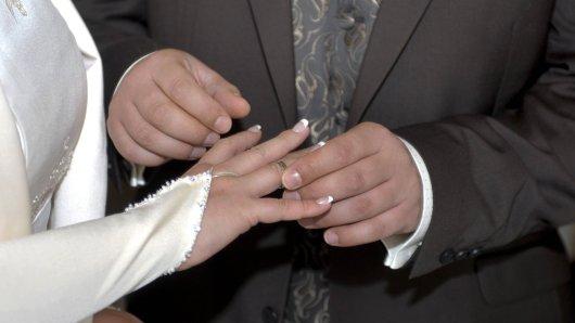 Vor ihrer geplanten Hochzeit haben Paare in Großbritannien eine Hiobsbotschaft erhalten.