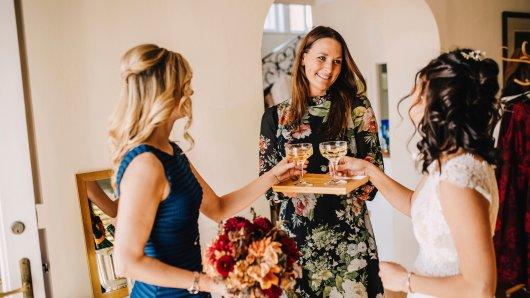 Hochzeit: Brautjungfern lassen Braut sitzen – die greift zu einem irren Plan (Symbolbild).