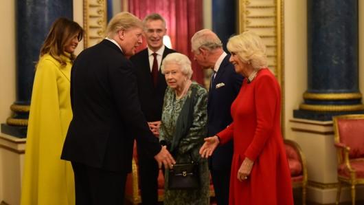 Donald und Melania Trump begrüßen Queen Elizabeth II., Prinz Charles und seine Gattin Camilla.