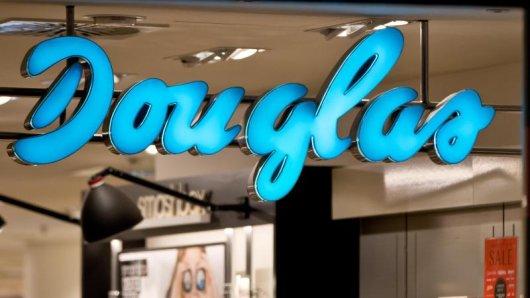 Deutschlands größte Parfümeriekette Douglas kommt doch nicht zurück an die Börse.