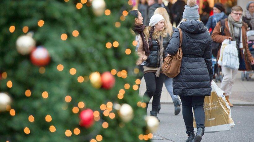 weihnachtsgeschenke kaufen die meisten deutschen am. Black Bedroom Furniture Sets. Home Design Ideas