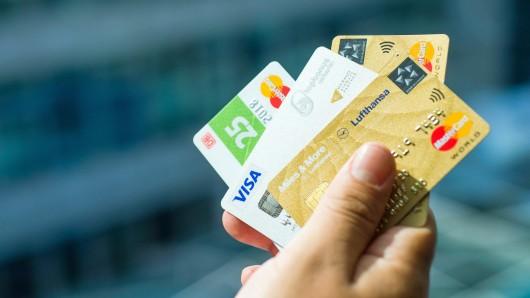 Ene, mene... Ein Mann wollte Geld auf eine Karte einzahlen - aber nicht auf seine (Symbolbild).