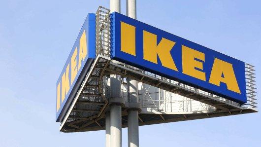 Die Ikea Filiale in Siegen, Turm mit Logo No property release, No Trademark rights Feature Wirtschaft am 15.03.2018 in Siegen/Deutschland. *** The Ikea branch in Siegen Tower with Logo No property release No Trademark rights Feature Economy on 15 03 2018 in Siegen Germany