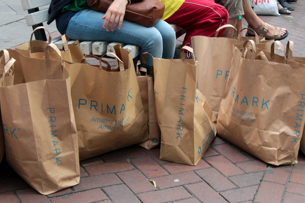 primark: bericht zeigt, wie moderiese kleidung so billig