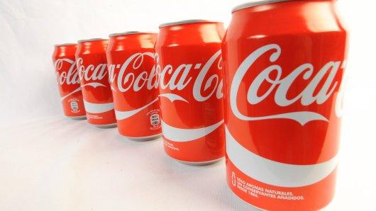 Softdrinks von Coca Cola werden bald teurer. Ab dem 1. November zieht der Getränke-Gigant die Preise bei zahlreichen Produkten an. (Symbolbild)