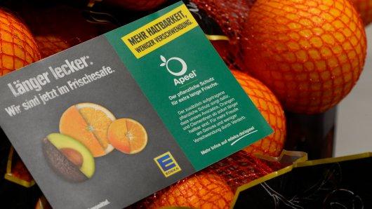 Edeka und Rewe testen derzeit eine Alternative zur Plastikverpackung bei Obst.