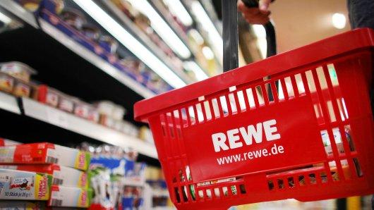 Rewe und Penny rufen ein beliebtes Produkt aus ihrem Sortiment zurück – es kann gefährlich für den Kunden sein. (Symbolfoto)