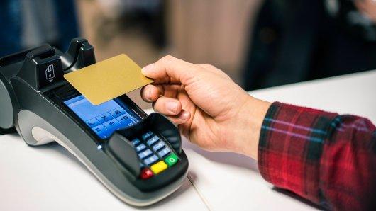 EC-Karte oder Bar? Was geht schneller? (Symbolbild)