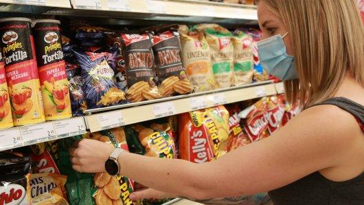 In den deutschen Supermärkten muss aktuell eine Maske getragen werden.