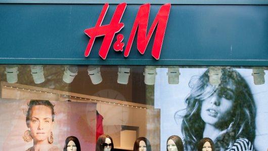 H&M musste sich mit einer Beschwerde einer Kundin auseinandersetzen. (Symbolbild)