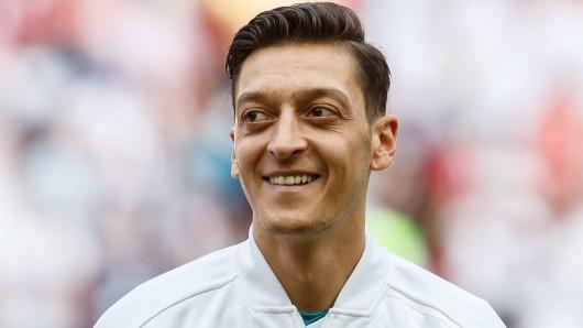 Mesut Özil musste sich immer wieder für seine kulturelle Identität rechtfertigen - warum eigentlich?