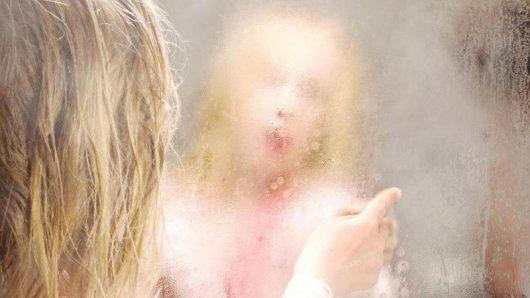 Spiegel im Badezimmer laufen an, wenn die hohe Feuchtigkeit imRaum nach demDuschen oder Baden kondensiert.