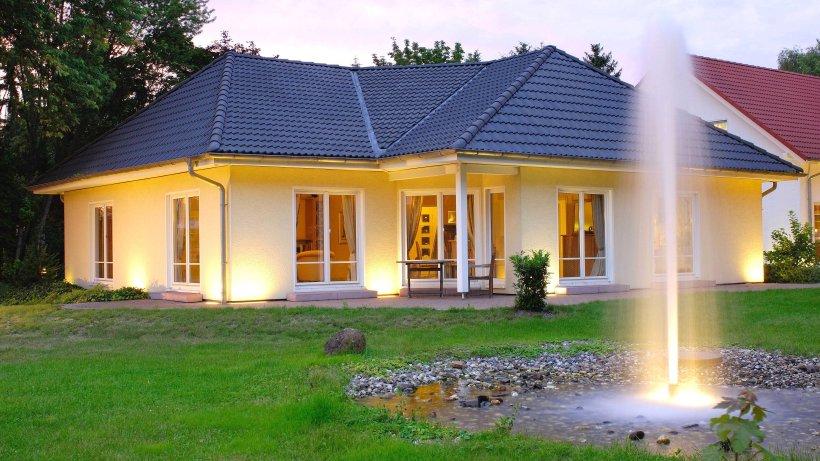 der bungalow altersgerecht wohnen auf einer ebene wohnen. Black Bedroom Furniture Sets. Home Design Ideas