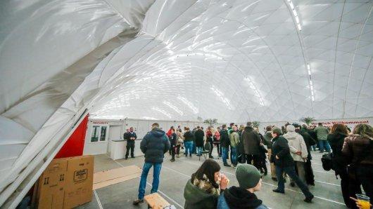 Gewaltige Dimensionen hat die 3200 Quadratmeter große Traglufthalle, die bis zu 17 Meter hoch ist.
