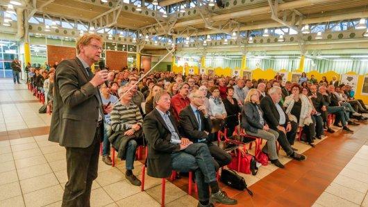 Baudezernent Ludger Wilde bei der Bürgerinformationsveranstaltung in Huckarde.