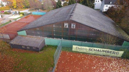 Die Tennisanlage des TC Castrop 06 mit der Tennishalle in Castrop-Rauxel Am Wiedehagen.