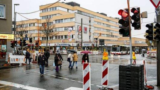 Eine Baustellenampel sorgt am Brackeler Hellweg jetzt für einen besseren Verkehrsfluss.