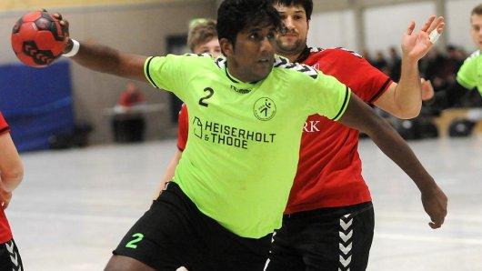 Beim Wittener TV konnten sich Neshanth Paskaran (am Ball) und seine Mannschaftskameraden von der HSG Rauxel-Schwerin am Samstag keine Punkte erspielen.