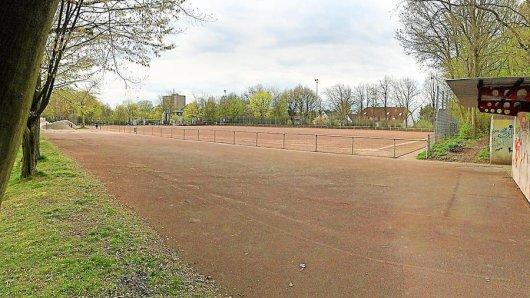 Der Sportplatz des SC Osmanlispor an der Dörwerstraße: Die Spieler müssen weiter auf Asche kicken, weil dort kein Kunstrasen entstehen soll.