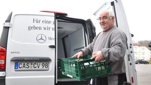 Markus Kümmel sammelt für die Castrop-Rauxeler Tafel Lebensmittelspenden ein.