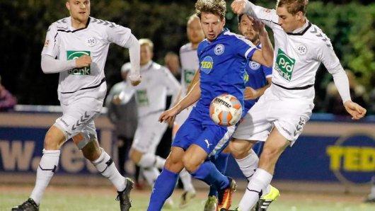 Marcel Stenzel (M.) und der FC Brünnighausen wollen heute Abend für eine Pokalüberraschung sorgen.