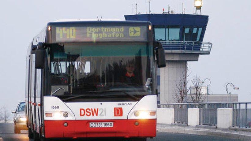 lkw fahrer nimmt linienbus die vorfahrt und fl chtet nord west. Black Bedroom Furniture Sets. Home Design Ideas